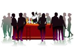 Бар с барменом, коктеилем Стоковые Изображения RF