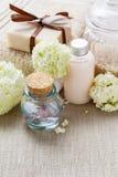 Бар handmade мыла, бутылки эфирного масла и бутылки liqu Стоковое Фото