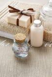 Бар handmade мыла, бутылки эфирного масла и бутылки liqu Стоковые Фото