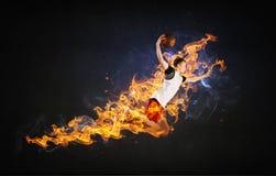 Баскетболист на огне стоковые фотографии rf