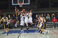Баскетбол средней школы университетской спортивной команды Стоковые Фото
