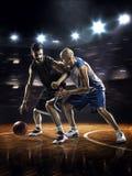 2 баскетболиста в действии Стоковые Изображения