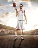 Баскетболист в действии стоковое фото