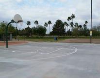 Баскетбольная площадка парка города Стоковая Фотография