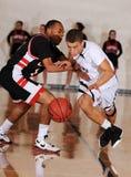Баскетбольный матч мальчиков средней школы Стоковые Фото