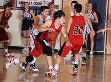 Баскетбольный матч мальчиков средней школы Стоковая Фотография RF