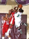 Баскетбольный матч средней школы женщин Стоковое Фото