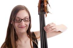 басовые двойные играя детеныши женщины Стоковое Фото
