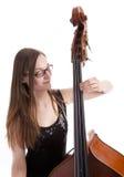 басовые двойные играя детеныши женщины Стоковое Изображение RF