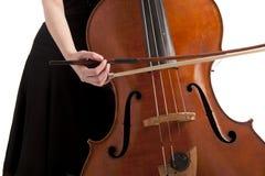 басовый играть руки doubel closseup Стоковая Фотография