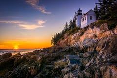 Басовый маяк гавани на заходе солнца, в национальном парке Acadia, Мейн Стоковые Фотографии RF