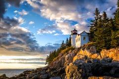 Басовый маяк гавани на национальном парке Acadia захода солнца Стоковое фото RF