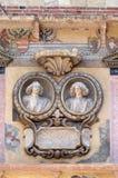 Басовый сброс на стене Palazzo Ragione в Signori dei аркады в Вероне стоковое изображение