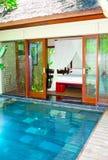 бассеин деревенского дома Азии тропический Стоковое Фото