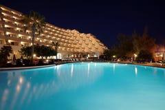 бассеин ночи гостиницы Стоковое Фото