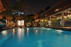 бассеин ночи гостиницы Стоковые Фото