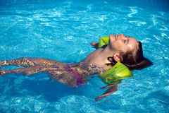 бассеин ослабляет заплывание Стоковые Изображения RF