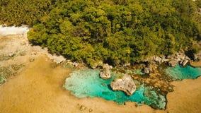 Бассейны утеса Magpupungko естественные Вид с воздуха: Филиппины, Siargao акции видеоматериалы