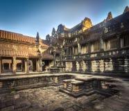 Бассейн в Angkor Wat lotuses озера Камбоджи angkor banteay ужинают висок srey siem Камбоджа стоковые фотографии rf