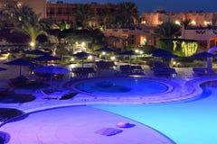 Бассейн гостиницы на ноче Стоковая Фотография RF