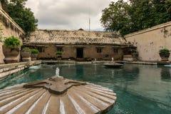 Бассейн и здание замка воды Стоковое фото RF