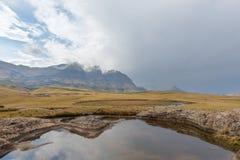 Бассейн и пики стоковое фото