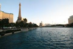 Бассейн и Эйфелева башня Bellagio Стоковые Изображения RF