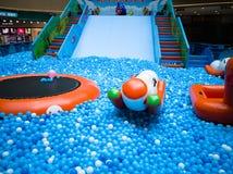 Бассейн пузыря для детей с игрушками Стоковые Изображения RF