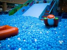 Бассейн пузыря для детей с игрушками Стоковые Фотографии RF