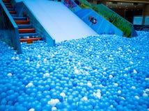 Бассейн пузыря для детей с игрушками Стоковая Фотография