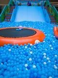 Бассейн пузыря для детей с игрушками Стоковое Фото