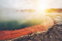 Бассейн Шампани в Rotorua, Новой Зеландии на восходе солнца Стоковое Изображение RF
