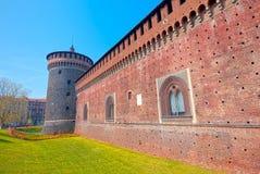 Бастион и фальшборт Sforza рокируют, широкоформатное милана супер стоковая фотография rf