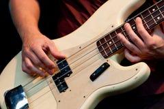 бас вручает игрока Стоковые Изображения RF