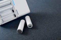Батареи и заряжатель батареи Стоковое фото RF