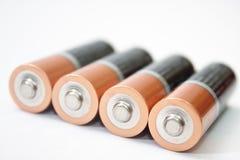 4 батареи щелочных аккумуляторов AA на белой предпосылке Стоковые Изображения RF
