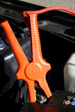 Батарея автомобиля с зарядным кабелем Стоковые Изображения RF
