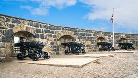 Батарея карамболей в замке Эдинбурга, Шотландии стоковые фото