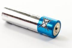 Батарея щелочных аккумуляторов на белой предпосылке Стоковое фото RF