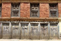 """Батарея, """"Eveready """"как покрашено на одной стене вокруг городка Dhulikhel старого стоковые фото"""
