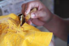 Батик делая в Бали Индонезии Стоковое фото RF