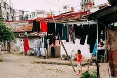 Батуми, Adjara, Georgia Игра детей в дворе p Стоковое Изображение