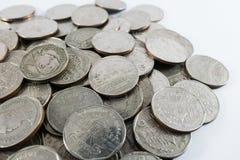 Бат монетки 5 ` s Таиланда на белой предпосылке Стоковое Фото