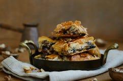 Бахлава - традиционная восточная очень вкусная помадка с медом, walnu Стоковые Изображения RF