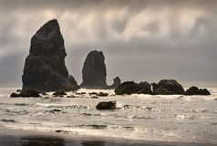 Башенкы пляжа карамболя, Орегон, США стоковое изображение rf