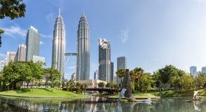 Башни Близнецы Petronas и Suria KLCC Стоковое Фото