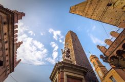 Башни болонья и Chiesa di Сан Bartolomeo Болонья, Италия Стоковое Фото