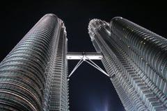 Башни Близнецы Petronas или Menara Berkembar Petronas в Куалае-Лумпур, Малайзии Стоковые Изображения RF