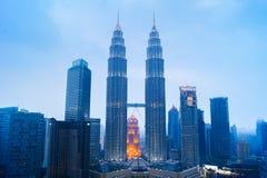 Башни Близнецы Petronas, сцена Куалаа-Лумпур городская Стоковое фото RF