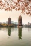 Башни в заходе солнца, Guilin Солнц-луны Стоковое Изображение